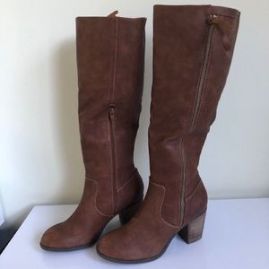 NWT Crown Vintage Tall Brown Boots size 9